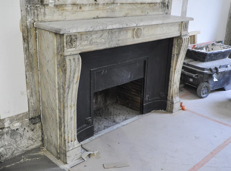 Antique Louis XVI period Fireplace in Carrara marble ornamented with flowers-2