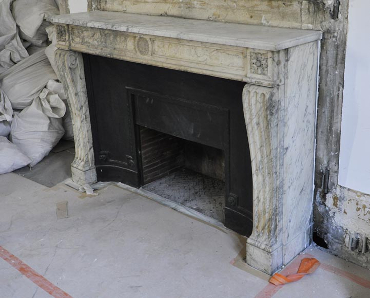 Antique Louis XVI period Fireplace in Carrara marble ornamented with flowers-6