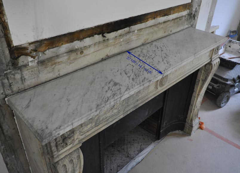 Antique Louis XVI period Fireplace in Carrara marble ornamented with flowers-9