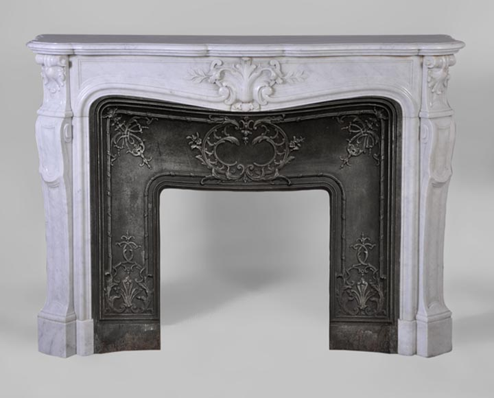 Beautiful antique Louis XV style fireplace with foliaged shell in white Carrara marble with cast iron insert - Reference 3048