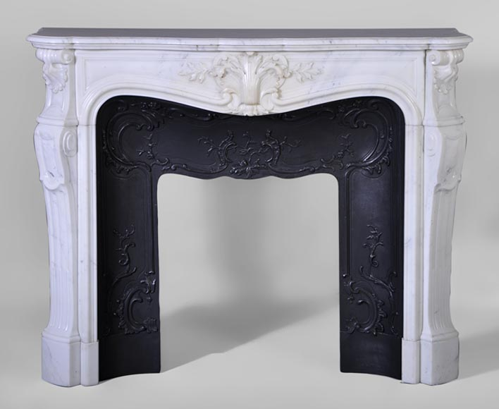 Beautiful antique Louis XV style fireplace in Carrara marble with foliaged shell decor and cast iron insert - Reference 3062