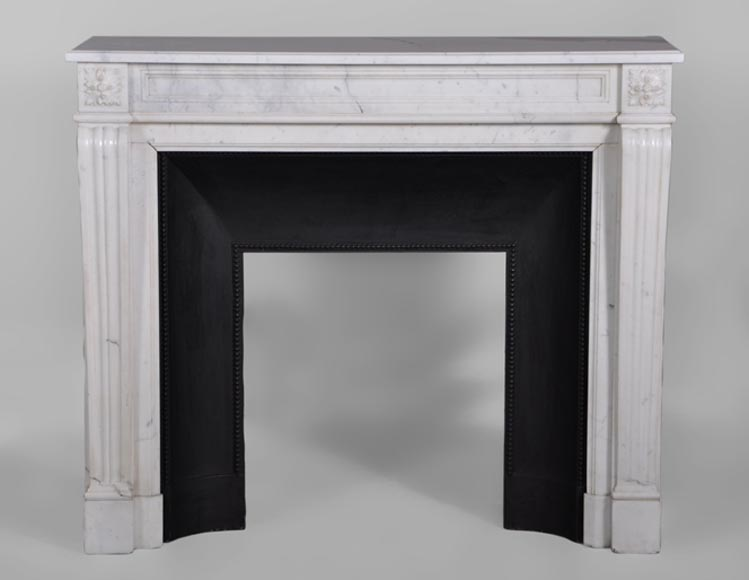 Small antique Louis XVI style fireplace in white Carrara marble with its original cast iron insert - Reference 3067