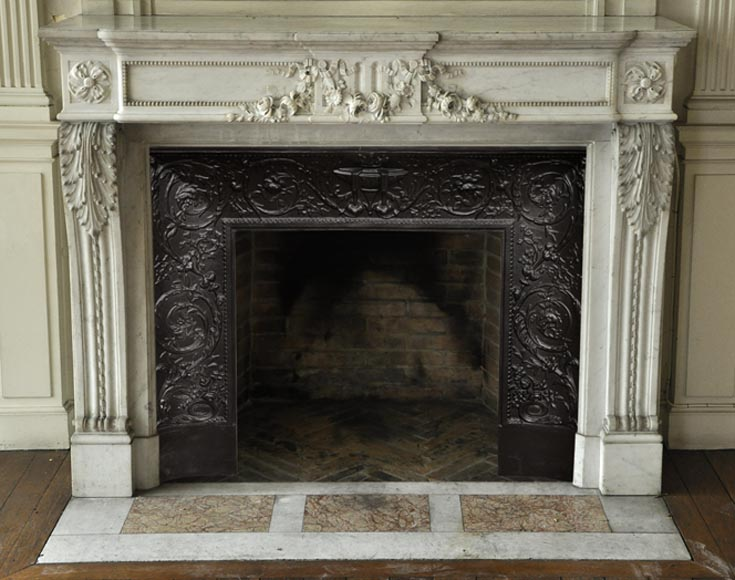 Beautiful antique Louis XVI style fireplace with garland of flowers in white Carrara marble - Reference 3084