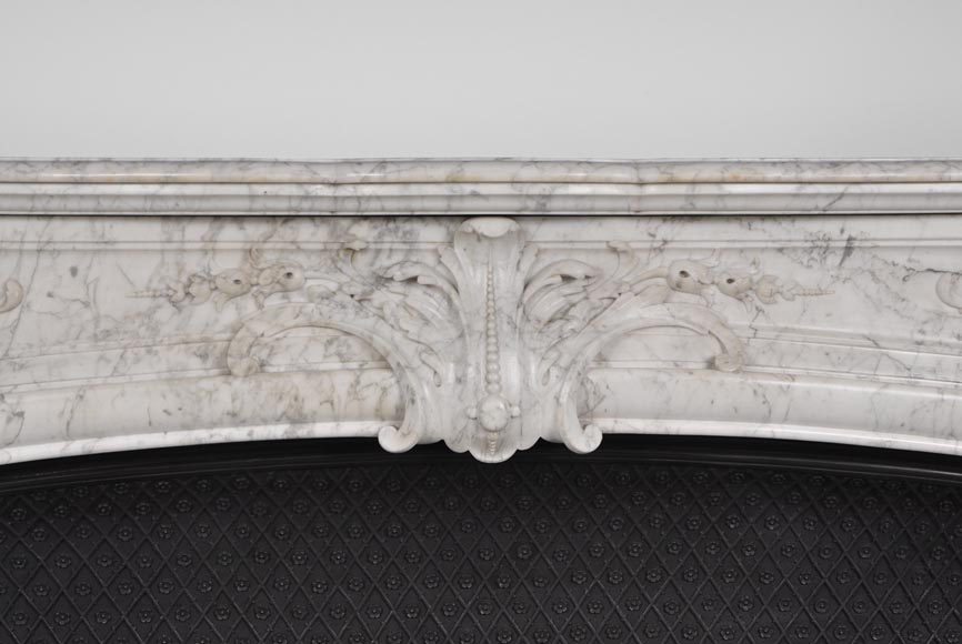 Very beautiful and important antique Regence style fireplace in white veined Carrara marble, 19th century-1