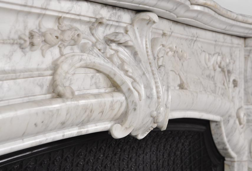 Very beautiful and important antique Regence style fireplace in white veined Carrara marble, 19th century-2