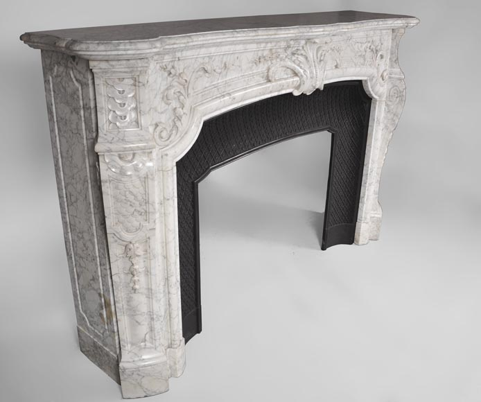 Very beautiful and important antique Regence style fireplace in white veined Carrara marble, 19th century-3
