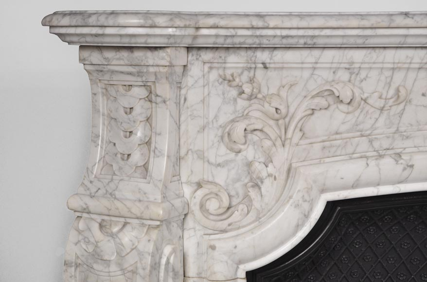 Very beautiful and important antique Regence style fireplace in white veined Carrara marble, 19th century-4
