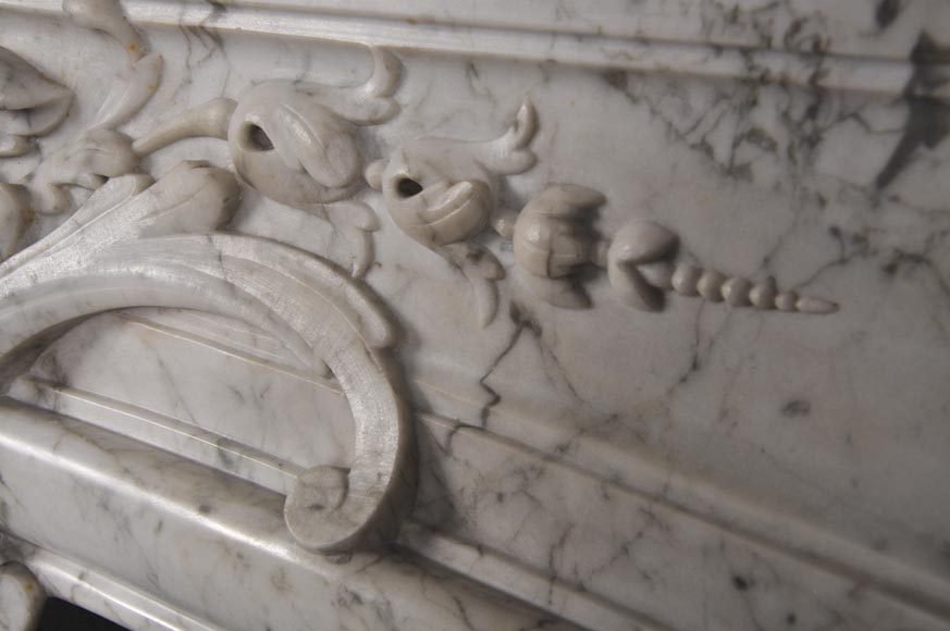 Very beautiful and important antique Regence style fireplace in white veined Carrara marble, 19th century-8
