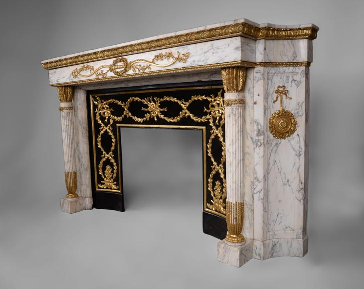 Very beautiful antique Louis XVI style fireplace in Arabescato marble with quiver-shaped columns, gilt bronze ornaments and curved sides after the model from the Chateau of Fontainebleau-7