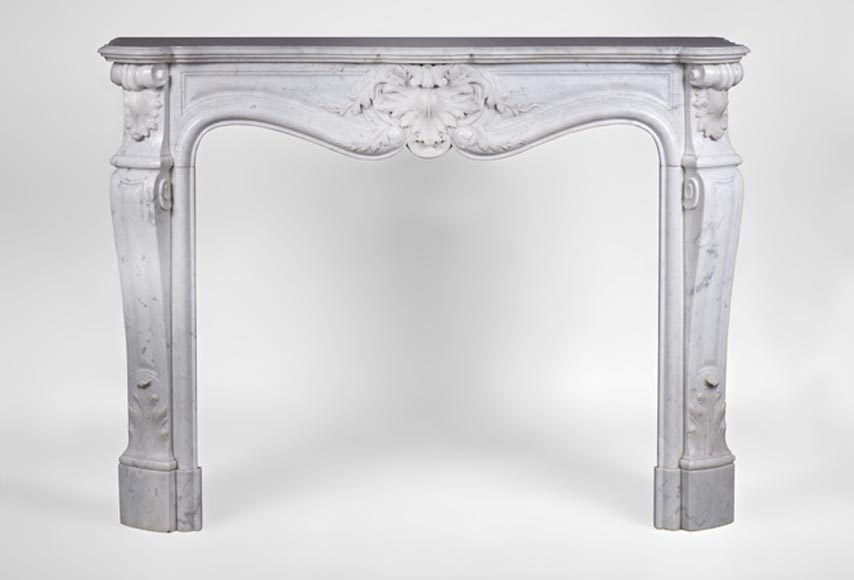 Beautiful Antique Louis XV Style Fireplace in Carrara marble from the 19th century, decorated with an opulent shell - Reference 3188