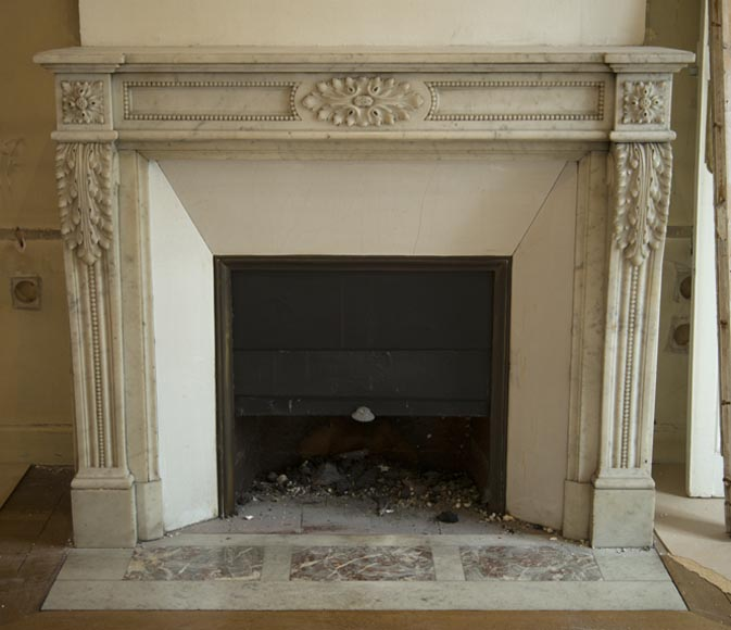 Beautiful antique Louis XVI style fireplace with console feet with acanthus leaves, in Carrara marble of the 19th century - Reference 3249