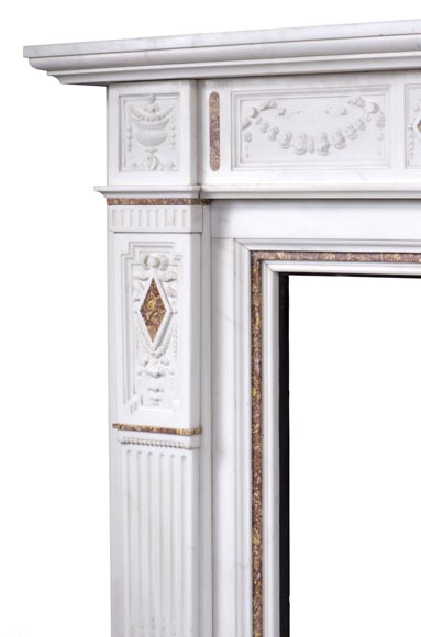 Very beautiful Victorian style antique fireplace in Carrara Statuary marble and Violet Brocatelle marble, from late 19th century, with flutings, garlands and diamonds.-5