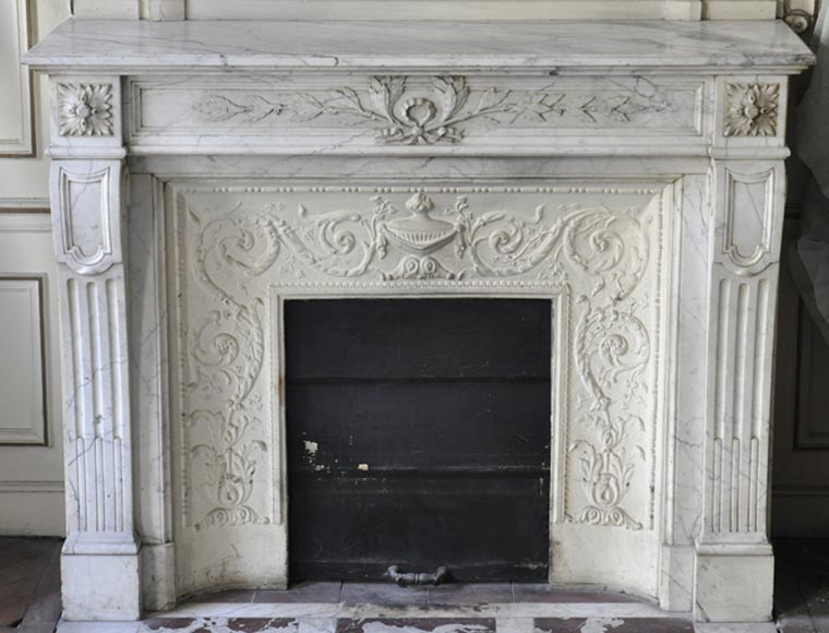 Antique Louis XVI style fireplace in Arabescato marble from the 19th century, with laurel branches - Reference 3263