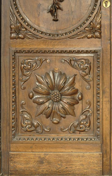 Large Antique Carved Oak Wood Paneled Room With Hunting