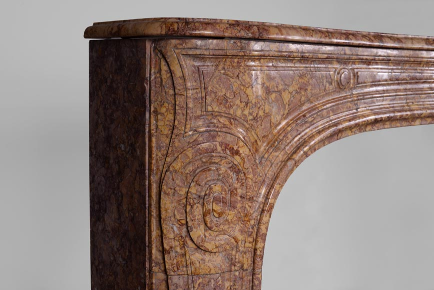 Antique Regence period fireplace mantel in Pink Brocatelle marble, 18th century-3