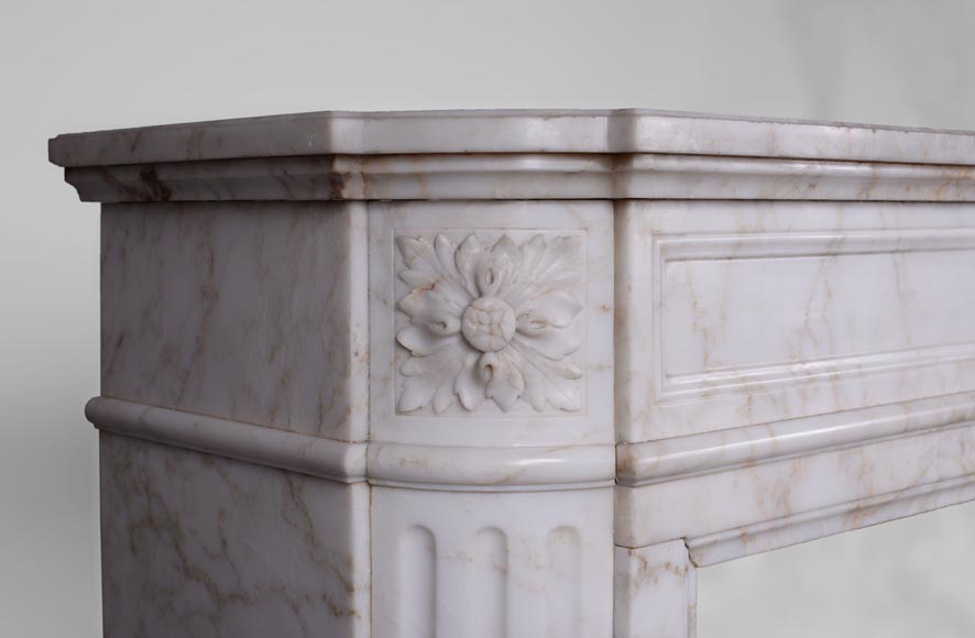 Antique Louis XVI style fireplace with rounded corners in Onyx marble-3