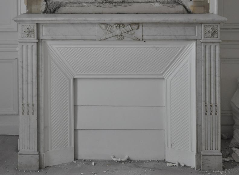 Antique Louis XVI style fireplace in Carrara marble with intertwined torche and quiver - Reference 3377