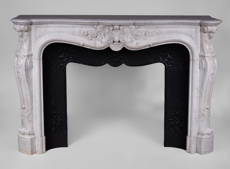 Very beautiful antique Louis XV style fireplace with flowers in Carrara marble with its cast iron insert - Reference 3379