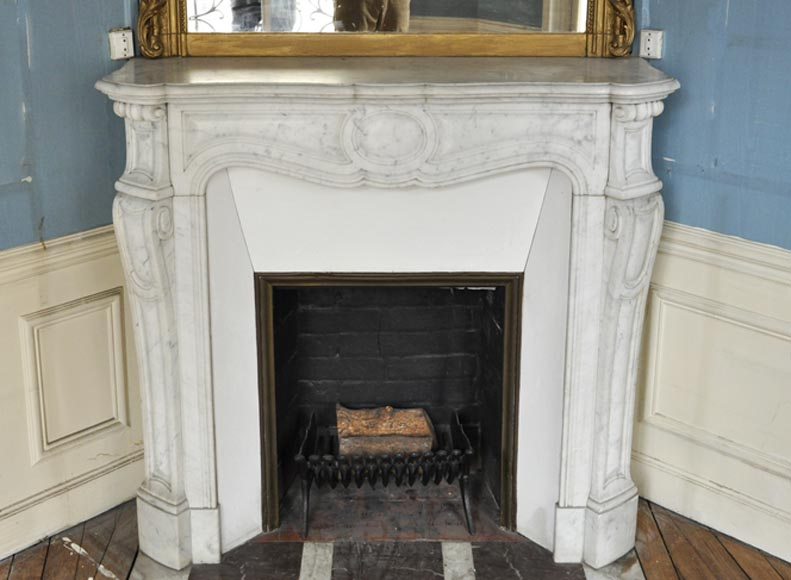 Antique Louis XV style fireplace, Pompadour model, in Carrara marble - Reference 3393