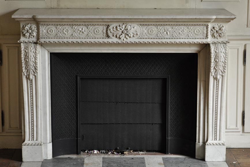 Very beautiful antique Louis XVI style fireplace with naturalist flowers in white Carrara marble - Reference 3400