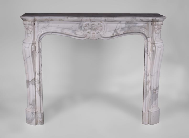 Antique Louis XV style fireplace with three shells in Arabescato marble - Reference 3402