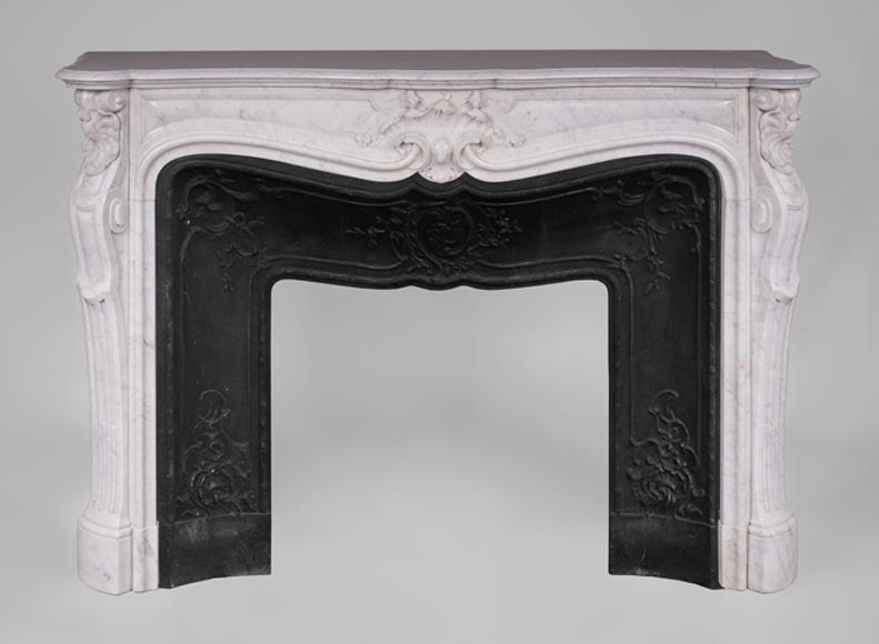 Beautiful antique Louis XV style fireplace with foliaged shell in white Carrara marble - Reference 3409