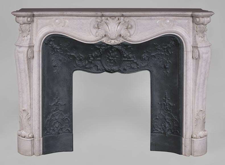 Beautiful antique Louis XV style fireplace in Carrara marble with large shell - Reference 3411
