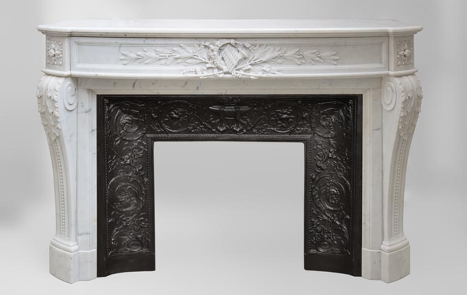 Beautiful antique Louis XVI style fireplace with curved frieze featuring pan flute decor in white Carrara marble - Reference 3422
