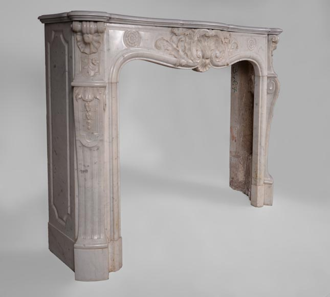Antique Louis XV style fireplace in Carrara marble with large shell and rosettes -5