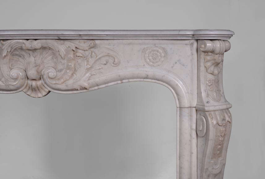 Antique Louis XV style fireplace in Carrara marble with large shell and rosettes -10
