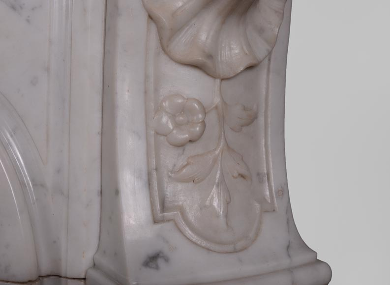 Antique Louis XV style fireplace in Carrara marble with large shell and rosettes -11