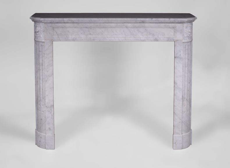 Antique Louis XVI style fireplace with rounded corners in white Carrara marble - Reference 3433