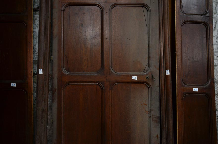 Antique large door in oak with paneled decoration, circa 1900-2