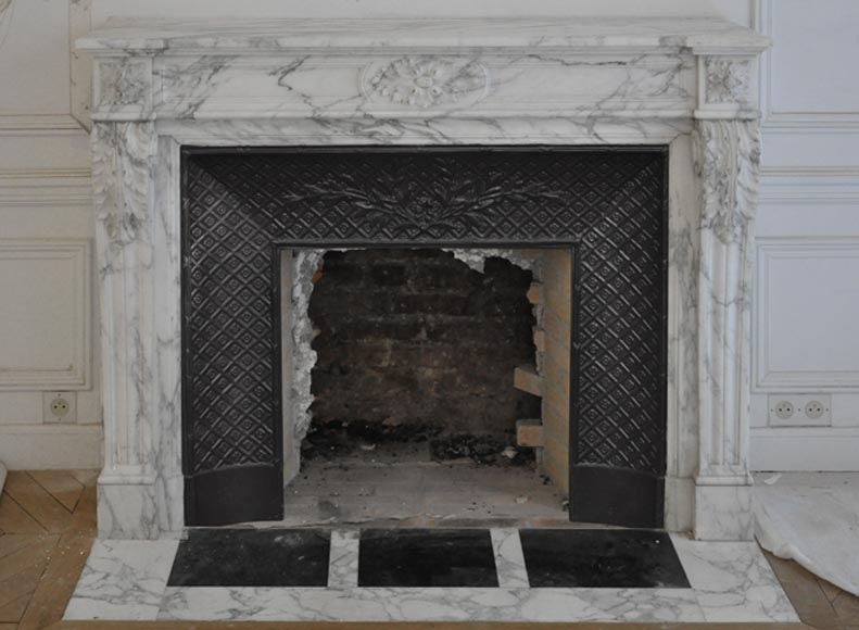 Beautiful antique Louis XVI style fireplace in Arabescato marble with acanthus leaves - Reference 3470