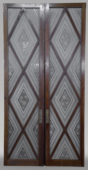 Beautiful antique large Art Deco style double door in wood and engraved glass with decor of diamonds-0