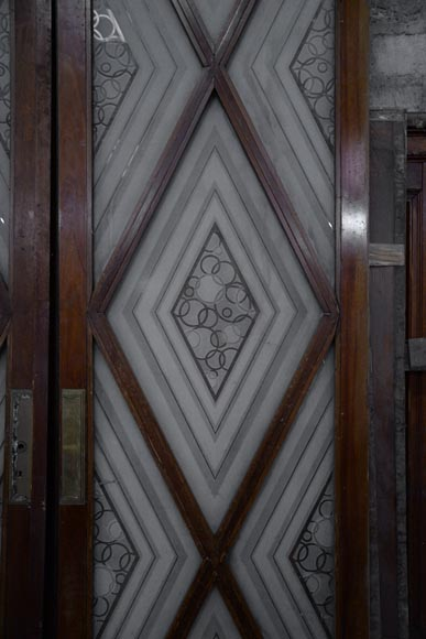 Beautiful antique large Art Deco style double door in wood and engraved glass with decor of diamonds-1