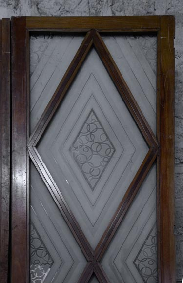 Beautiful antique large Art Deco style double door in wood and engraved glass with decor of diamonds-2
