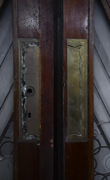 Beautiful antique large Art Deco style double door in wood and engraved glass with decor of diamonds-4