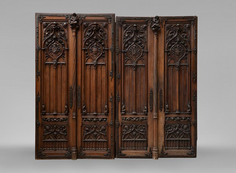 Beautiful Neo-Gothic style pair of double doors in walnut with rich carved decoration - Reference 3481