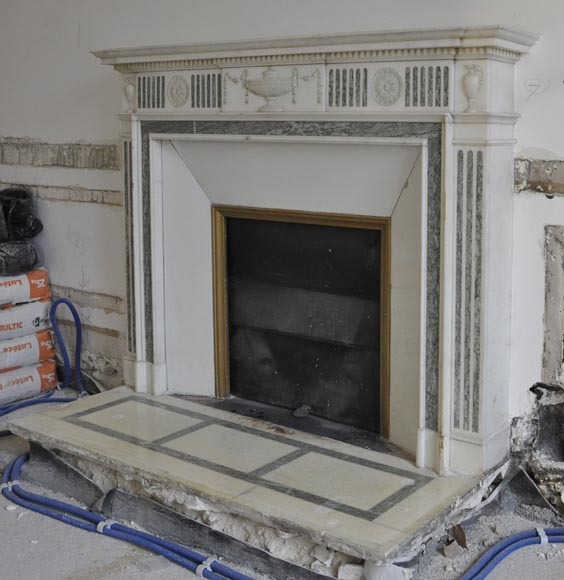 Beautiful Victorian style antique fireplace in Carrara Statuary marble and inlays of Vert d'Estours marble with vases and bowl-7