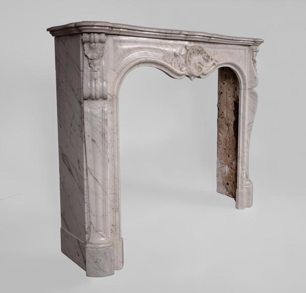 Antique Louis XV style fireplace in Arabescato marble with large asymmetrical shell-3