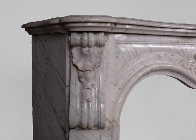 Antique Louis XV style fireplace in Arabescato marble with large asymmetrical shell-4