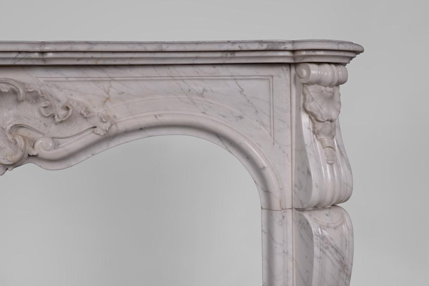 Antique Louis XV style fireplace in Arabescato marble with large asymmetrical shell-7