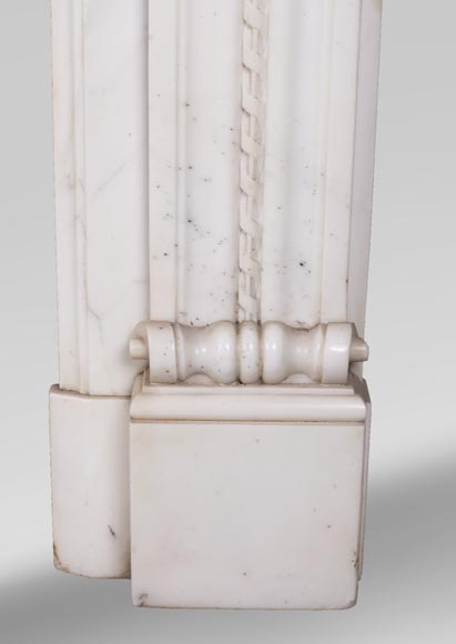 Antique Louis XVI style mantel in Carrara marble with quiver-9