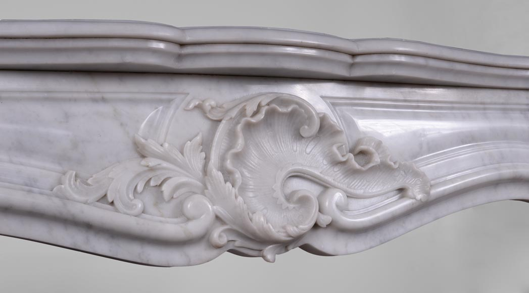 Antique Louis XV style fireplace in Arabescato marble with a beautiful asymmetrical shell-2