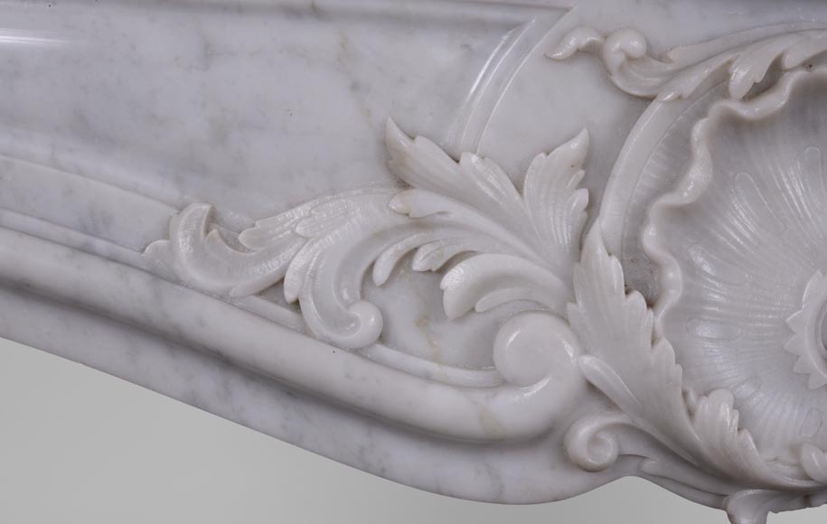 Antique Louis XV style fireplace in Arabescato marble with a beautiful asymmetrical shell-3