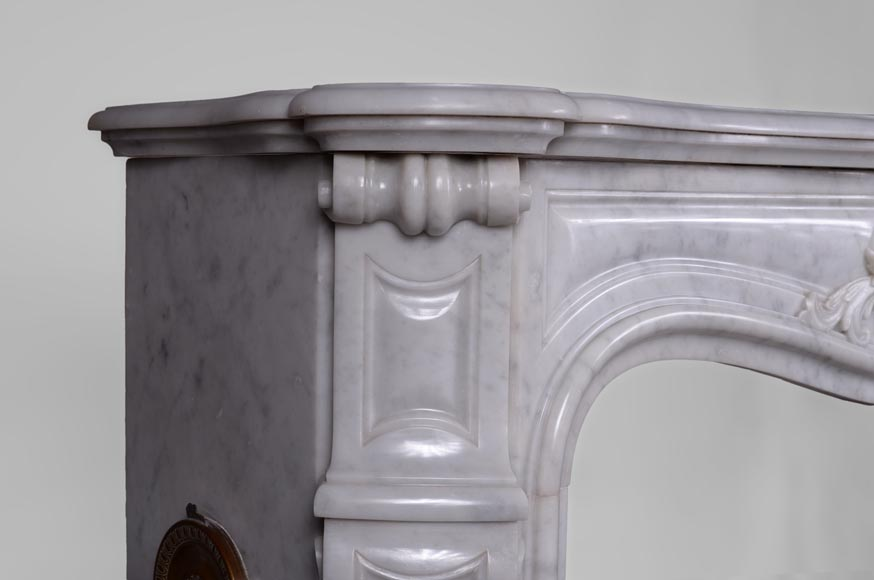 Antique Louis XV style fireplace in Arabescato marble with a beautiful asymmetrical shell-5