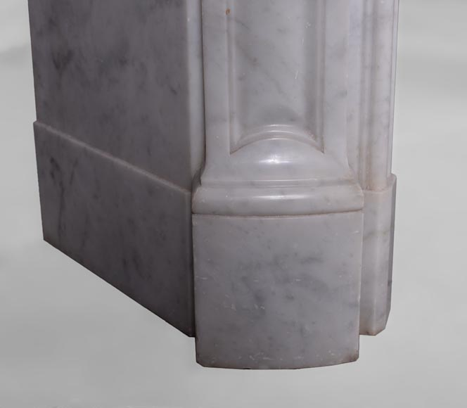 Antique Louis XV style fireplace in Arabescato marble with a beautiful asymmetrical shell-6