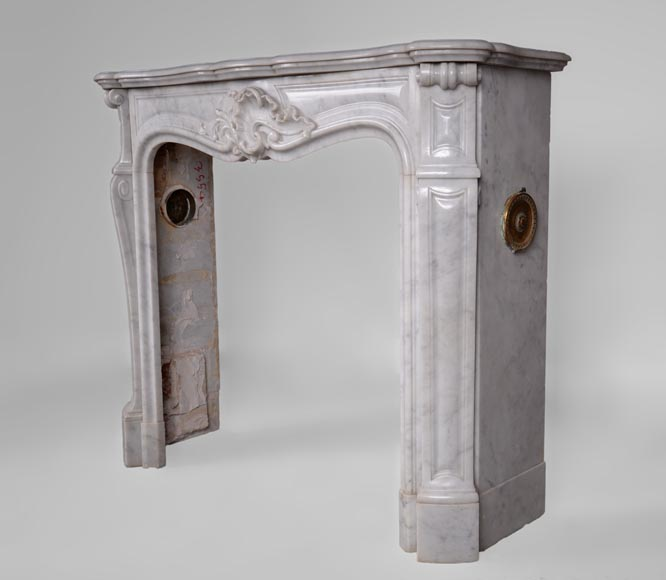 Antique Louis XV style fireplace in Arabescato marble with a beautiful asymmetrical shell-7