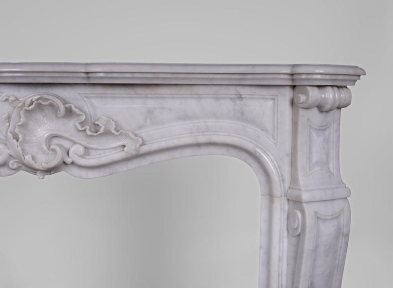 Antique Louis XV style fireplace in Arabescato marble with a beautiful asymmetrical shell-8